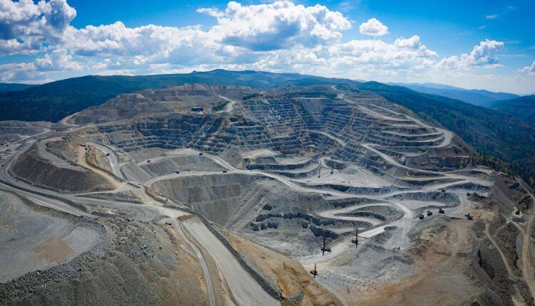 Panorama_of_the_Copper_Mountain_site_near_Princeton_British_Columbia_Canada